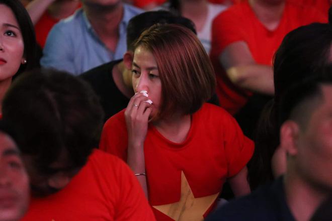 Hàng triệu CĐV đổ ra đường ăn mừng chiến thắng của đội tuyển Việt Nam trước Philippines trong trận bán kết lượt đi-11