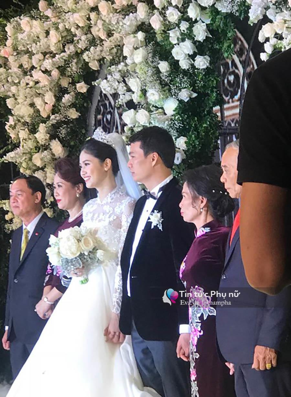 Bất ngờ: Nghi lễ đám cưới diễn ra nhanh gọn, Á hậu Thanh Tú nhường sân khấu cho bóng đá-3
