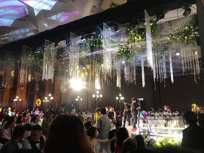 Bất ngờ: Nghi lễ đám cưới diễn ra nhanh gọn, Á hậu Thanh Tú nhường sân khấu cho bóng đá-5