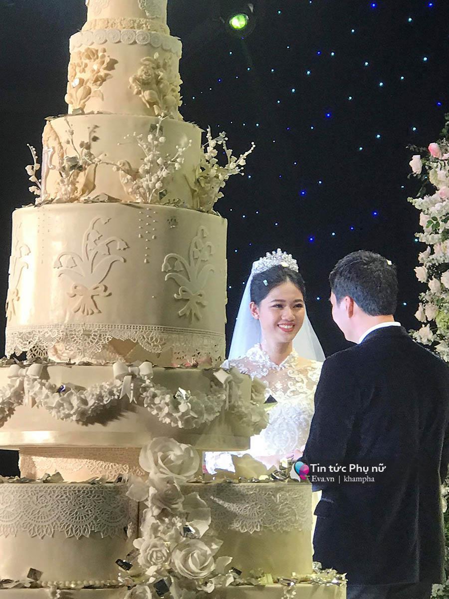 Bất ngờ: Nghi lễ đám cưới diễn ra nhanh gọn, Á hậu Thanh Tú nhường sân khấu cho bóng đá-4