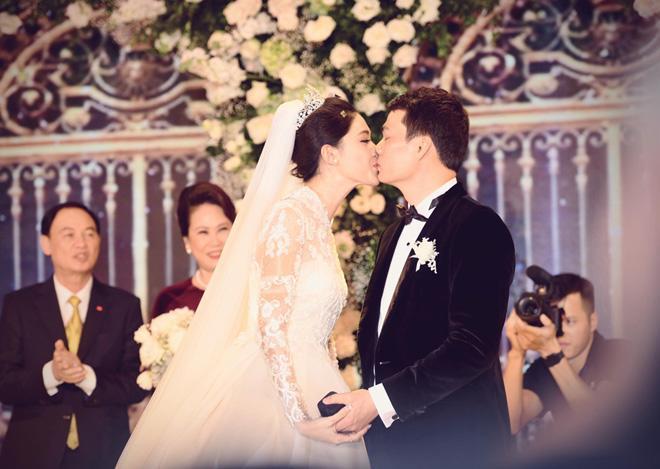Bất ngờ: Nghi lễ đám cưới diễn ra nhanh gọn, Á hậu Thanh Tú nhường sân khấu cho bóng đá-2