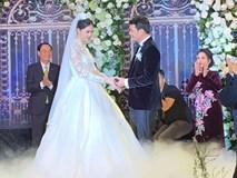 Khoảnh khắc trao nhẫn cưới ngọt ngào của cô dâu Thanh Tú và chú rể