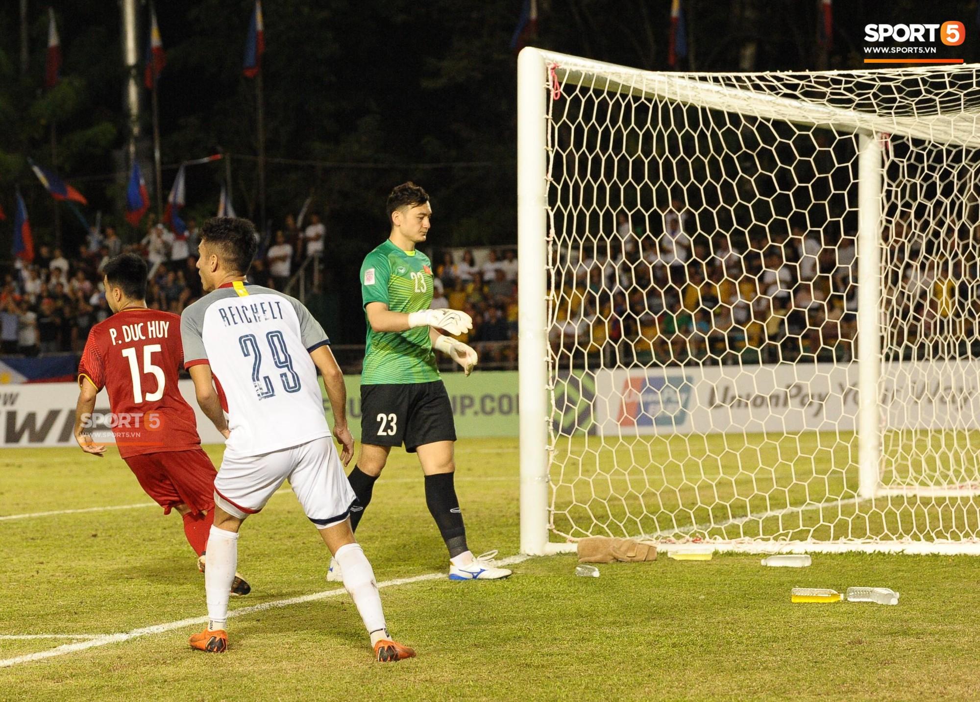 Hoàng tử Ả-rập thể hiện sự cần cù đến khó tin trong trận thắng Philippines-4