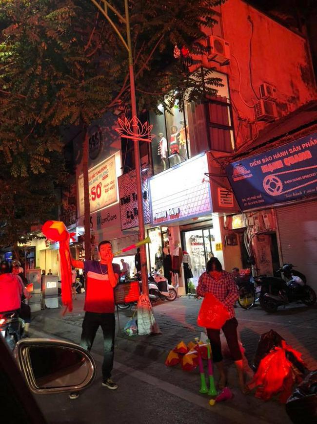 Máu như bà bầu Hằng Túi: Bụng tụt sắp đẻ vẫn ra đường đi bão ăn mừng tuyển Việt Nam chiến thắng-2