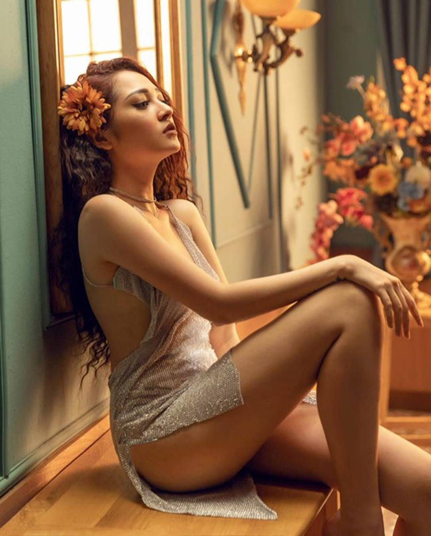 Tuyệt chiêu trở thành mỹ nữ gợi tình, nóng bỏng của đối thủ Hương Tràm-15