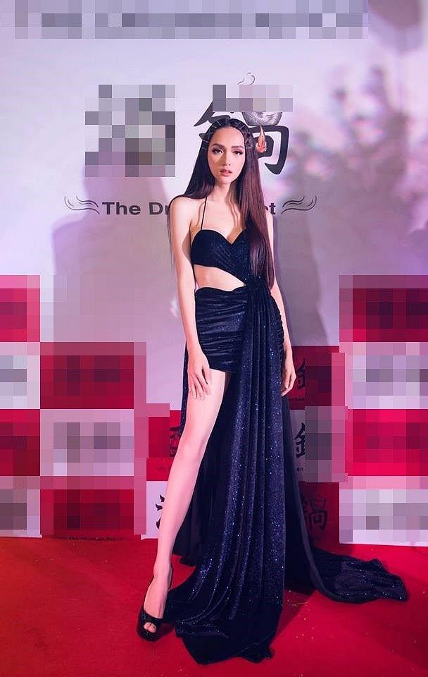 Hoa hậu Hương Giang diện váy cắt xẻ táo bạo nhưng fan lại bức xúc vì một điều khác-2