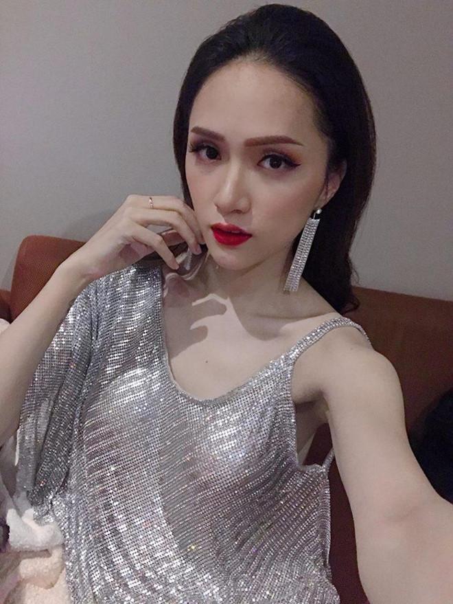 Hoa hậu Hương Giang diện váy cắt xẻ táo bạo nhưng fan lại bức xúc vì một điều khác-6