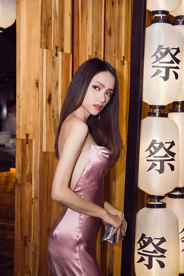 Hoa hậu Hương Giang diện váy cắt xẻ táo bạo nhưng fan lại bức xúc vì một điều khác-9