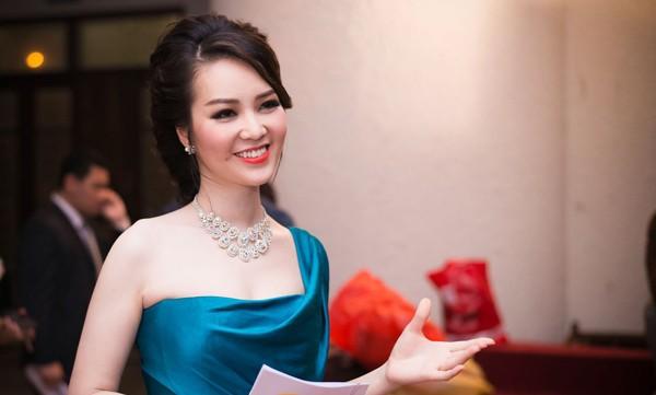 Thông tin hiếm hoi về chồng đại gia, hơn 8 tuổi của Á hậu Thụy Vân-5
