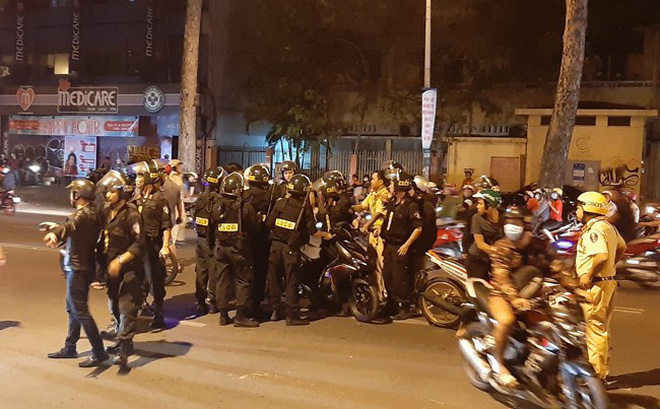 Trắng đêm chặn bão sau trận thắng của đội tuyển Việt Nam trước Philippines-1