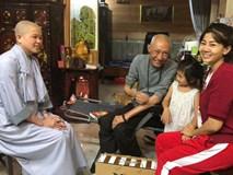 Đang phải chịu các tác dụng phụ của thuốc, Mai Phương vẫn dẫn con gái đến thăm nghệ sĩ Lê Bình