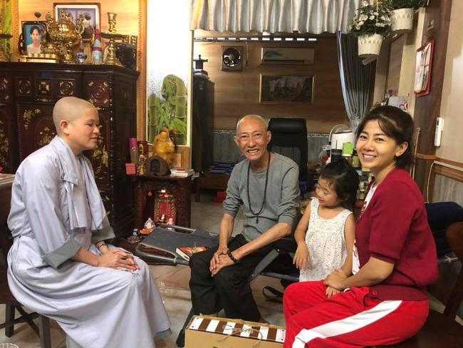 Đang phải chịu các tác dụng phụ của thuốc, Mai Phương vẫn dẫn con gái đến thăm nghệ sĩ Lê Bình-2