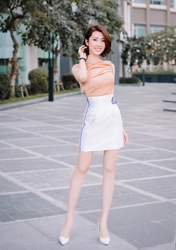 Thúy Ngân khoe thời trang đúng chuẩn hoa hậu-10