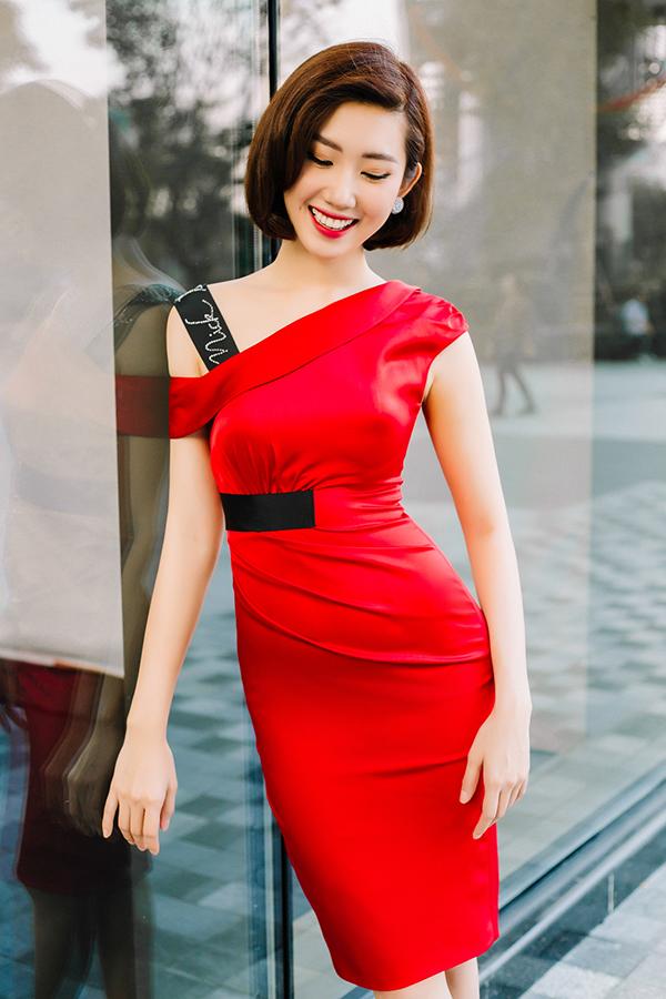 Thúy Ngân khoe thời trang đúng chuẩn hoa hậu-14