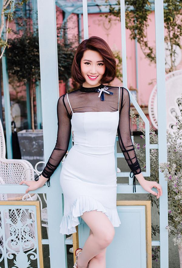 Thúy Ngân khoe thời trang đúng chuẩn hoa hậu-20