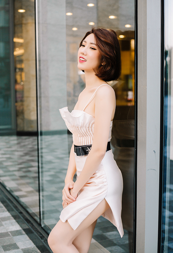 Thúy Ngân khoe thời trang đúng chuẩn hoa hậu-5