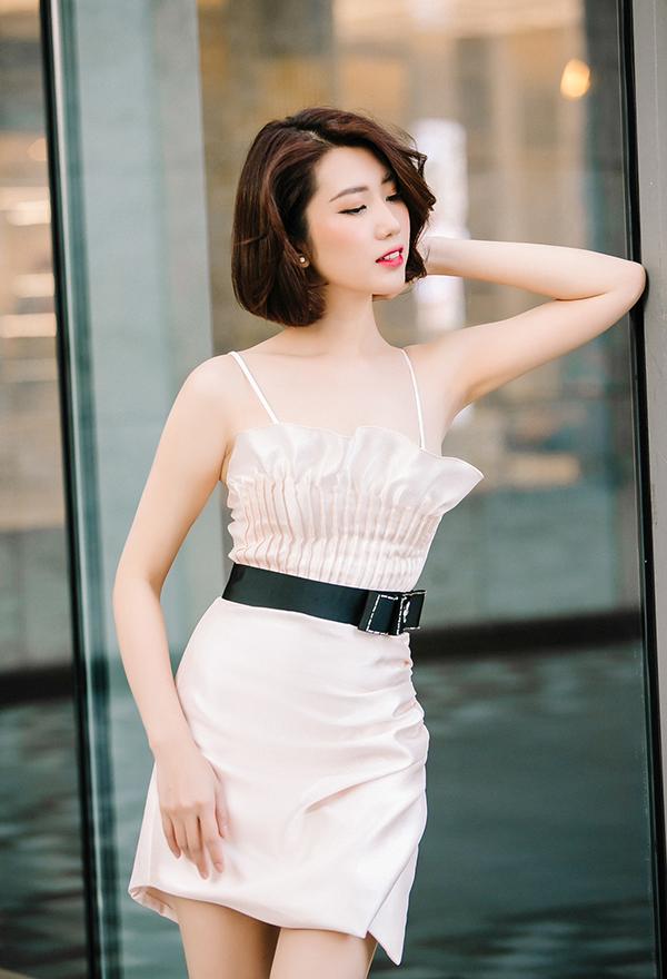 Thúy Ngân khoe thời trang đúng chuẩn hoa hậu-6
