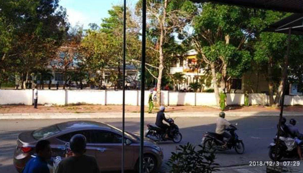 Nổ súng ở UBND phường, 1 người chết: Nghi phạm hung hãn khống chế nhiều người-1