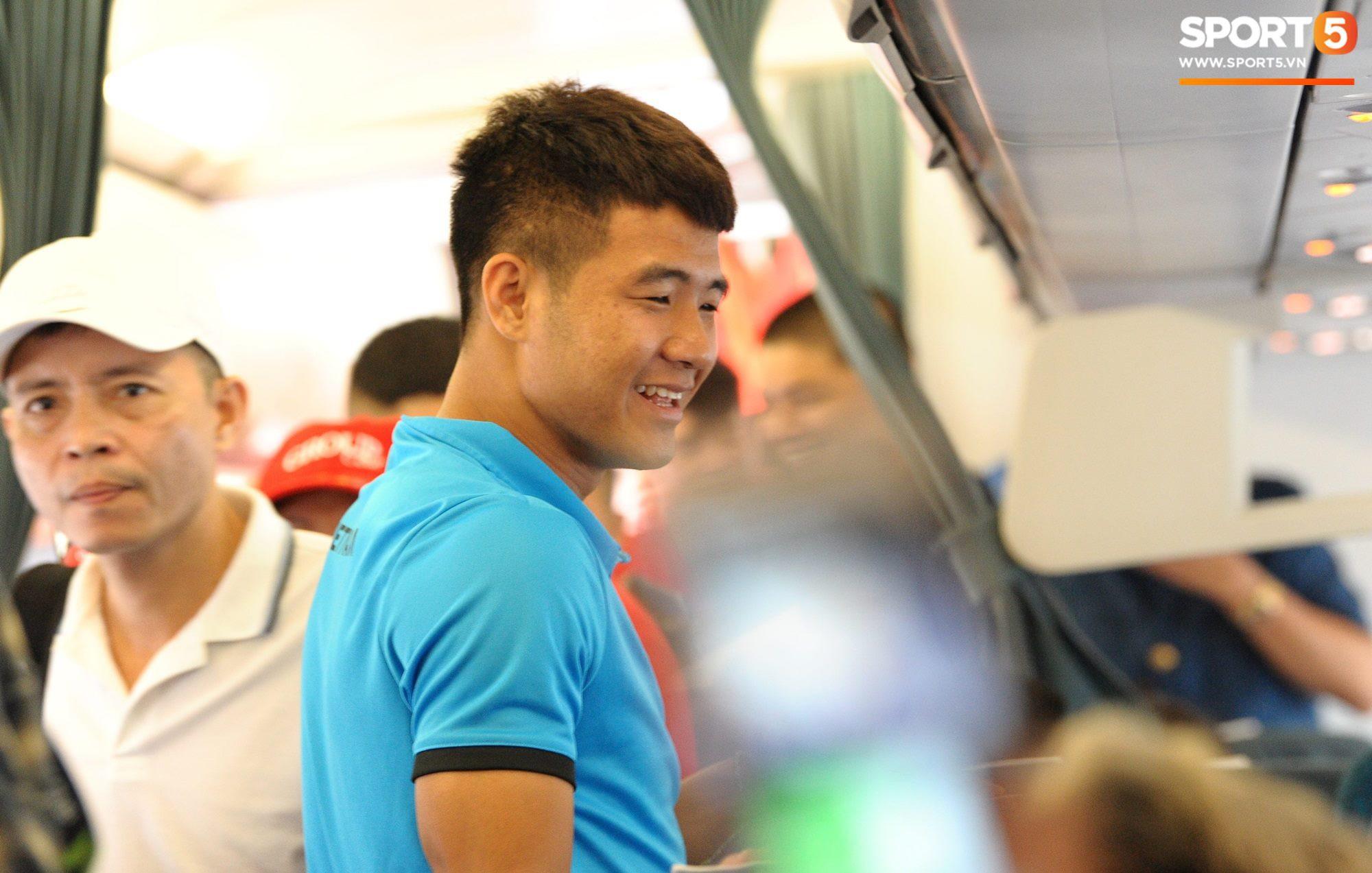 Món ăn khiến đội tuyển Việt Nam bất ngờ trên máy bay từ Philippines về Hà Nội-5