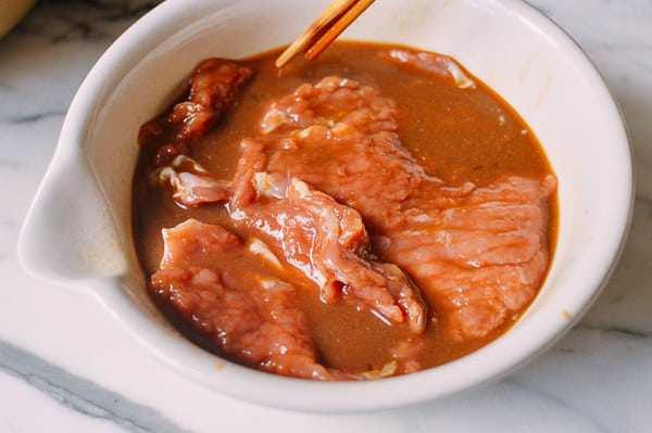 Không ngán ngấy, thịt lợn rán kiểu này 10 người ăn thì 11 người đòi ăn nữa-2