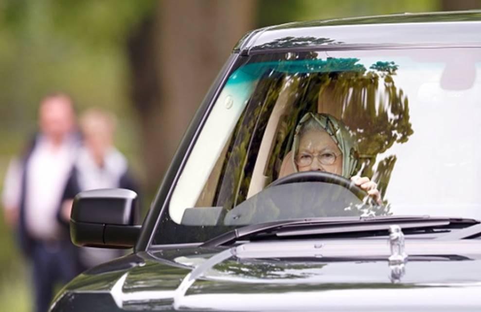 Nữ hoàng Anh rao bán xe cưng có giá gần 4 tỷ đồng-2