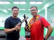 HLV Park Hang Seo và đội tuyển Việt Nam đón khách đặc biệt