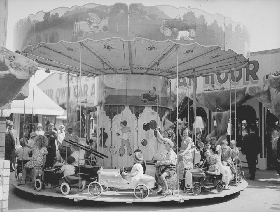 Hơn nửa thế kỷ trước, công viên giải trí khắp thế giới có trò vui nào?-2