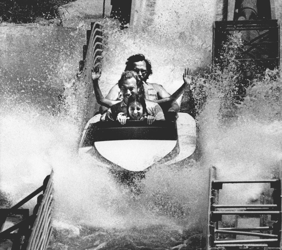 Hơn nửa thế kỷ trước, công viên giải trí khắp thế giới có trò vui nào?-7