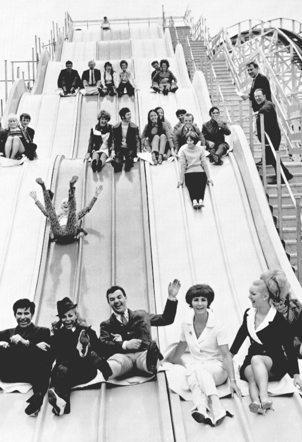 Hơn nửa thế kỷ trước, công viên giải trí khắp thế giới có trò vui nào?-6