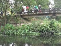 Người đàn ông mặc đồng phục GrabBike nghi bị giết, cướp tài sản rồi để xác dưới chân cầu