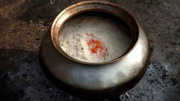 Nếu cứ làm những việc này khi nấu, cơm sẽ vừa mất chất lại gây hại cả nhà-4
