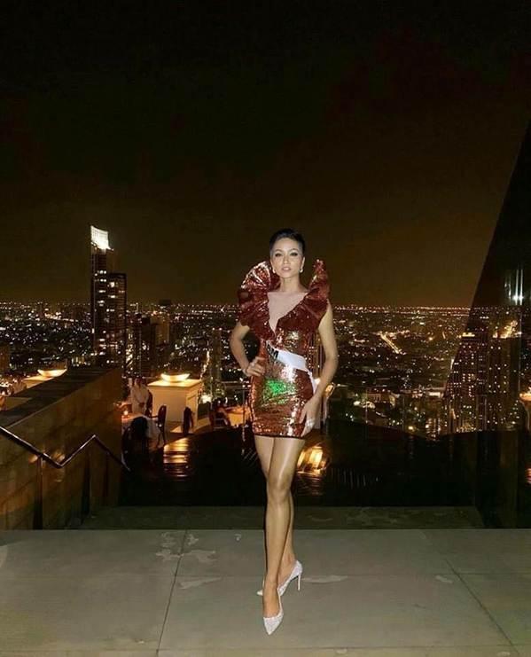 Miss Universe: HHen Niê nổi bật, Hoa hậu Albania bị chê vì khoe thân-1