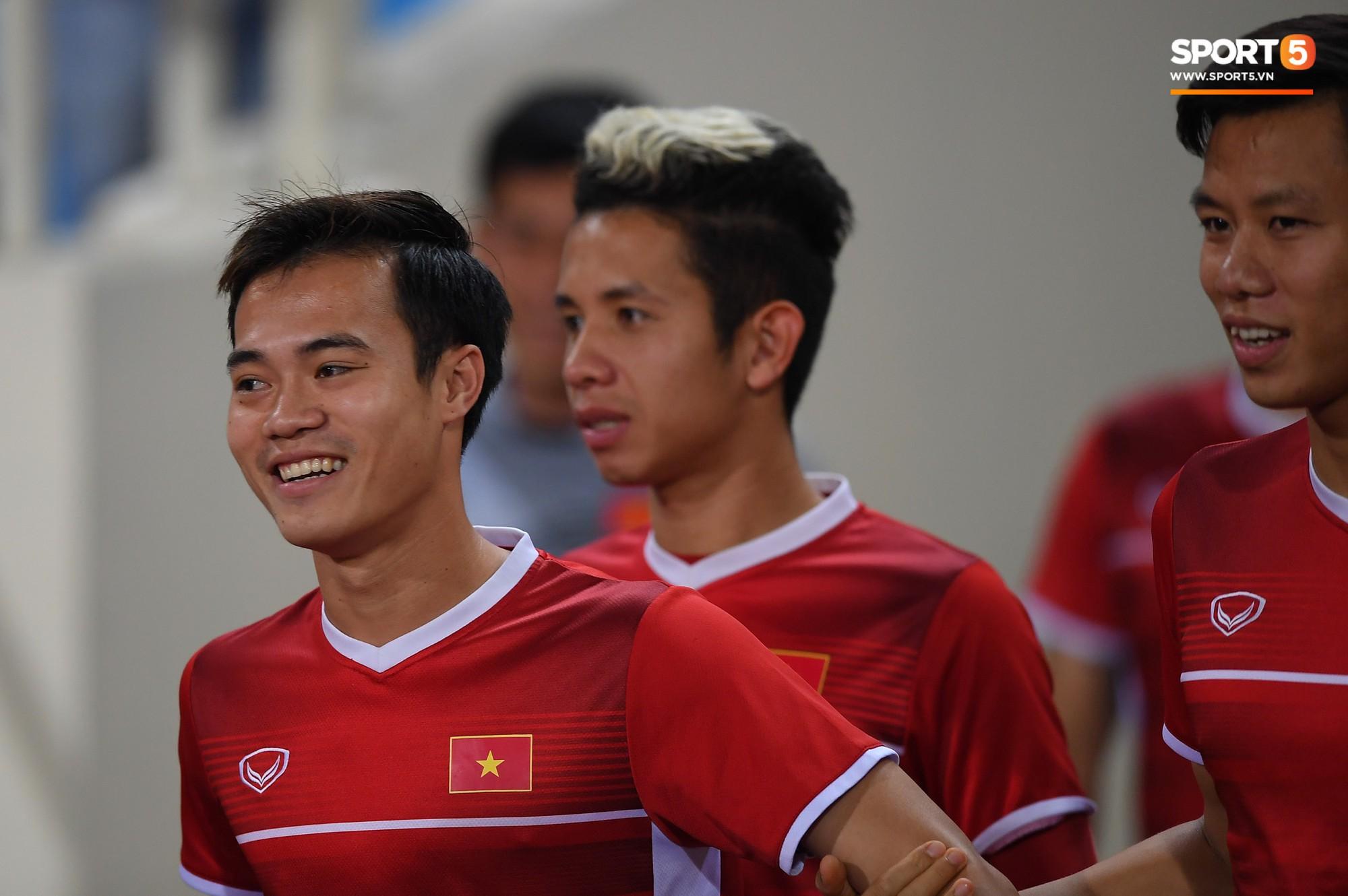 Văn Toàn tươi rói trong ngày trở lại, tuyển Việt Nam đón nhiều tin vui trước trận gặp Philippines-1