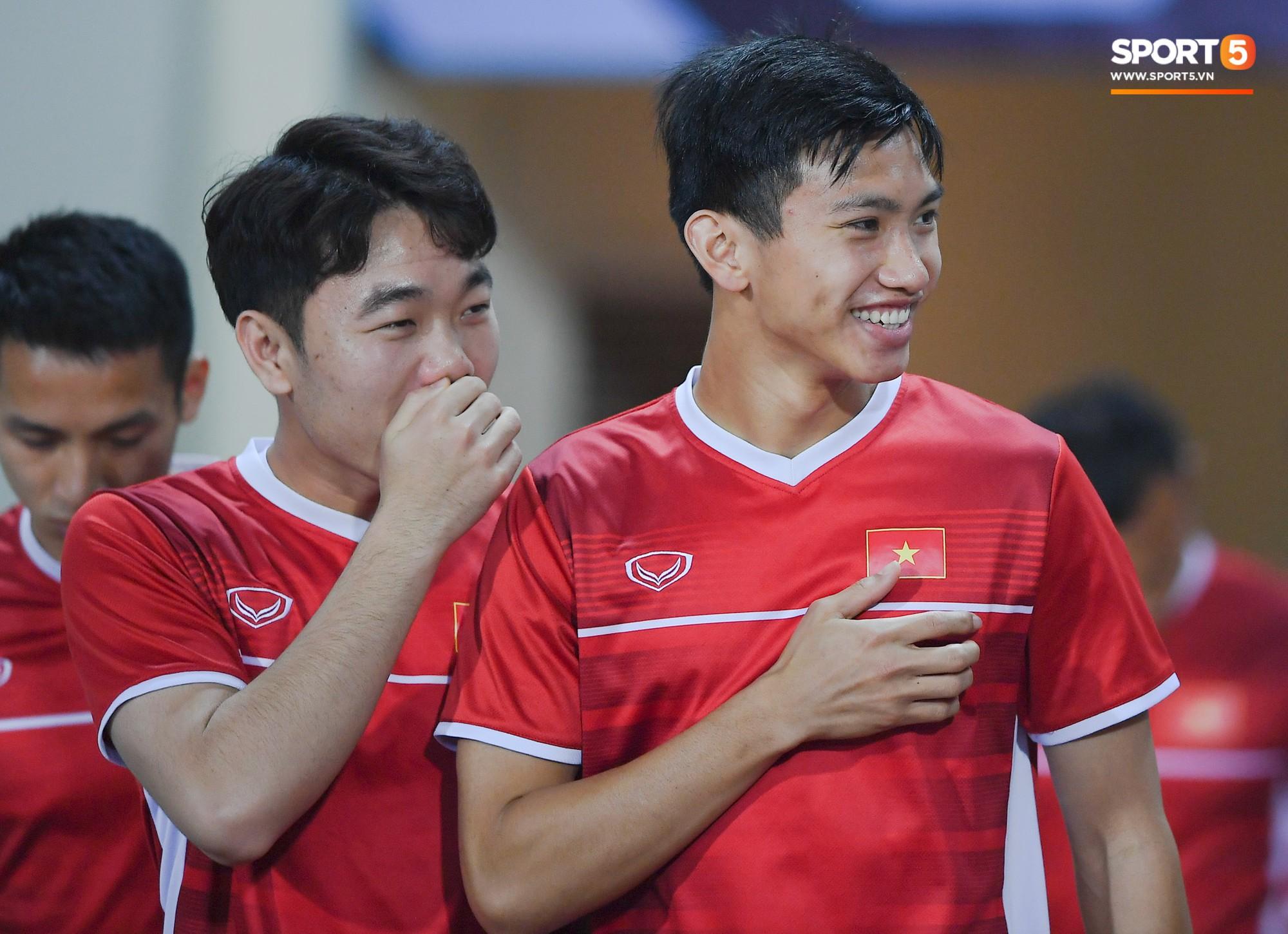 Văn Toàn tươi rói trong ngày trở lại, tuyển Việt Nam đón nhiều tin vui trước trận gặp Philippines-7