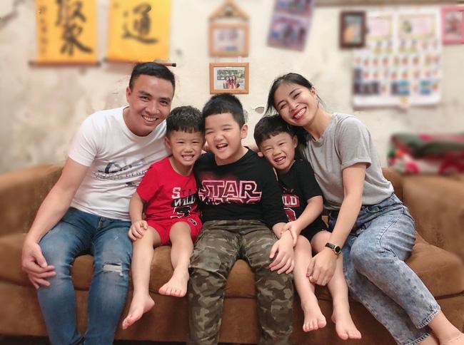Chồng sắp cưới rất yêu thương con riêng của Hoàng Linh, còn nữ MC đối xử với con riêng của Mạnh Hùng như thế nào?-11