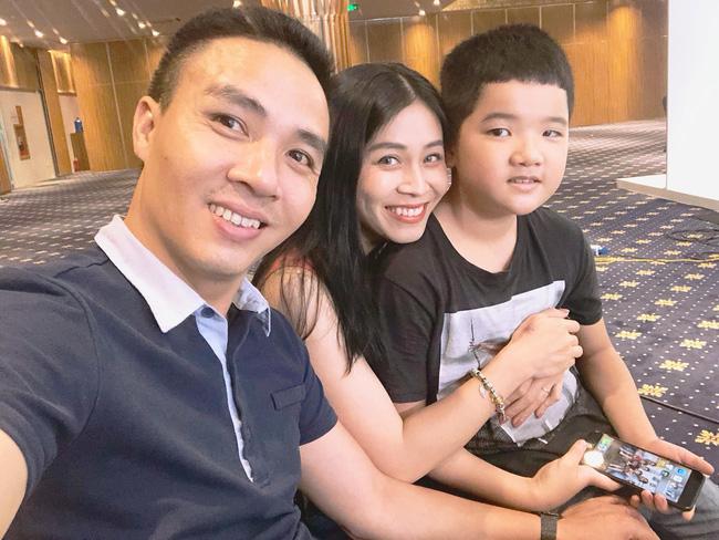 Chồng sắp cưới rất yêu thương con riêng của Hoàng Linh, còn nữ MC đối xử với con riêng của Mạnh Hùng như thế nào?-4