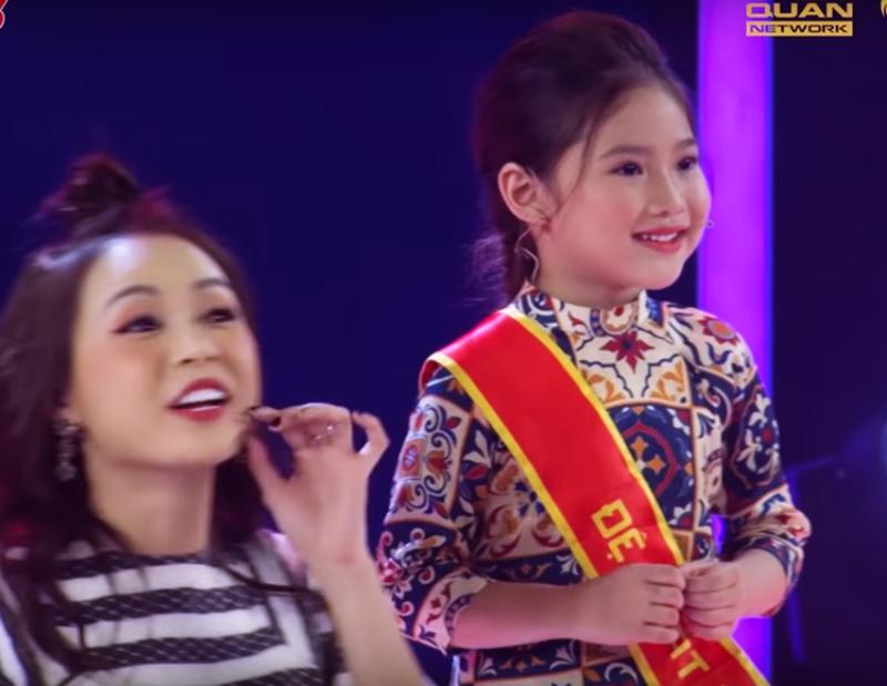 Không chỉ con gái xinh xuất sắc, vợ tươi như hoa của danh thủ Hồng Sơn cũng gây chú ý-1