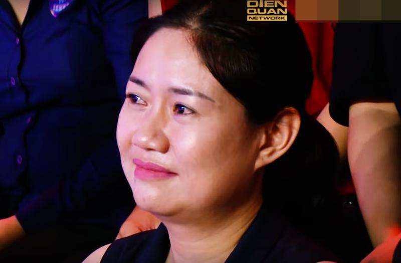 Không chỉ con gái xinh xuất sắc, vợ tươi như hoa của danh thủ Hồng Sơn cũng gây chú ý-12