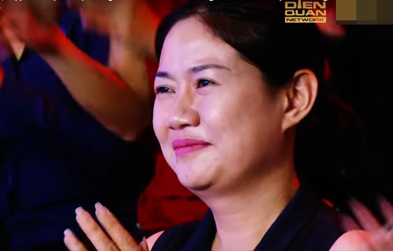 Không chỉ con gái xinh xuất sắc, vợ tươi như hoa của danh thủ Hồng Sơn cũng gây chú ý-13