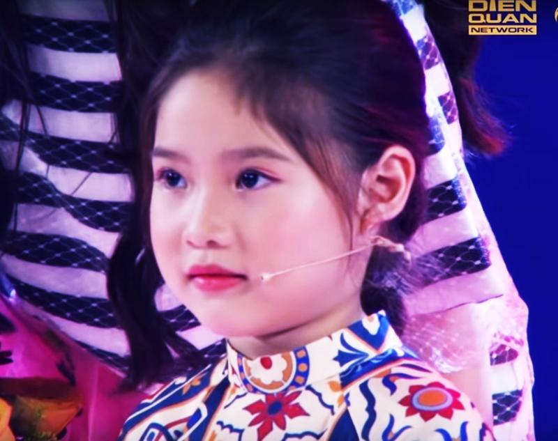 Không chỉ con gái xinh xuất sắc, vợ tươi như hoa của danh thủ Hồng Sơn cũng gây chú ý-2