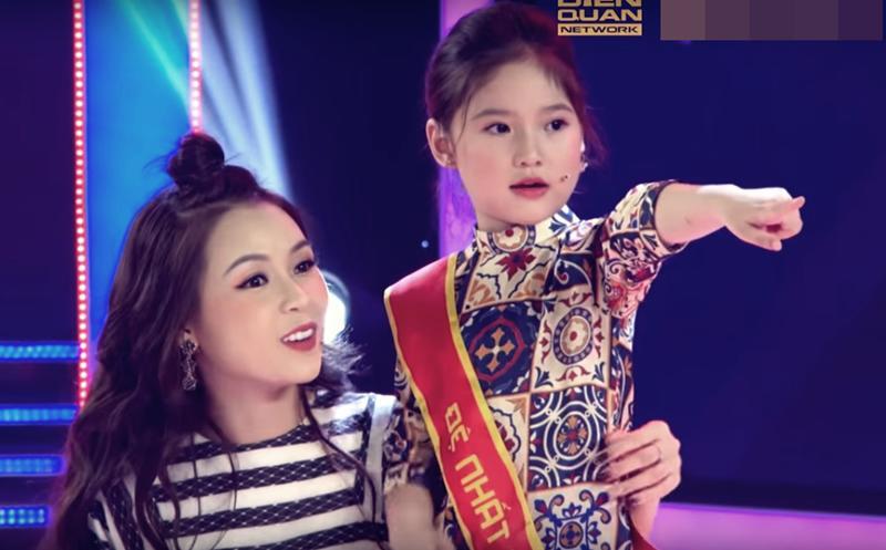 Không chỉ con gái xinh xuất sắc, vợ tươi như hoa của danh thủ Hồng Sơn cũng gây chú ý-4