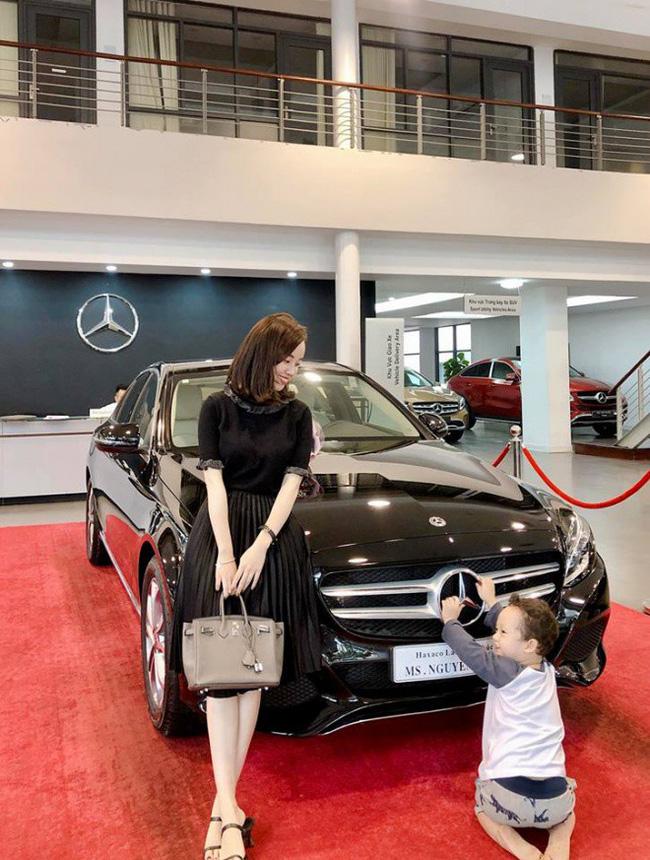 Anti-fan thi nhau vào Facebook Kỳ Hân khoe Ly Kute vừa mua xe tiền tỷ, bà xã Mạc Hồng Quân chọn cách này để đáp trả-1