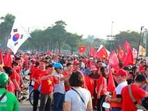 Mỹ Đình hóa 'sàn diễn thời trang siêu độc' trước trận VN đấu Philippines
