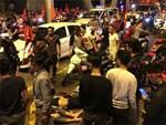 Hai nhóm người xảy ra ẩu đả sau màn ăn mừng chiến thắng đội tuyển Việt Nam, nam thanh niên bị đâm dao găm vào người-3