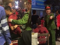 Hai nhóm người xảy ra ẩu đả sau màn ăn mừng chiến thắng đội tuyển Việt Nam, nam thanh niên bị đâm dao găm vào người