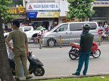 NÓNG: Táo tợn dùng súng cướp ngân hàng ở TP.HCM