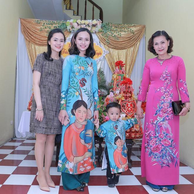 Ái nữ cựu chủ tịch CLB Sài Gòn: Cô chị là vợ tiền đạo Văn Quyết, cô em xí luôn Duy Mạnh gắt-12