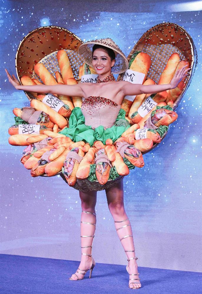 Không chỉ có dép tổ ong và quốc phục Bánh Mì, HHen Niê luôn dùng trang phục để khẳng định Tôi là người Việt Nam-7