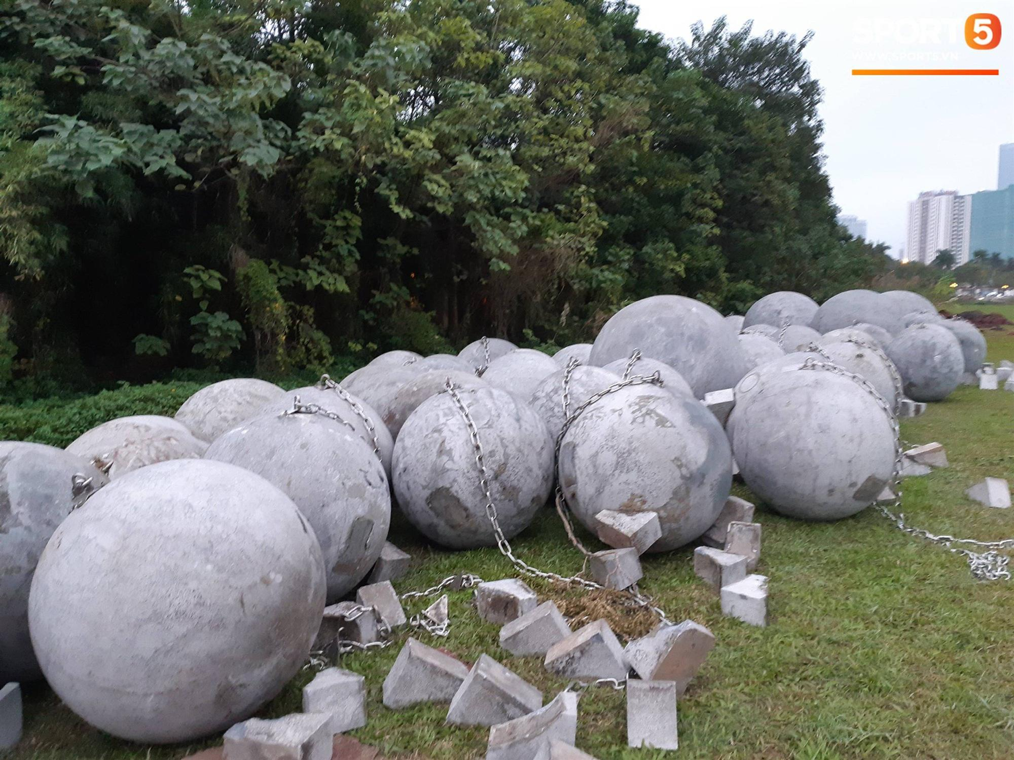 Đã tìm ra vị trí bí ẩn của 40 quả cầu đá sau khi bị di dời khỏi sân Mỹ Đình-5
