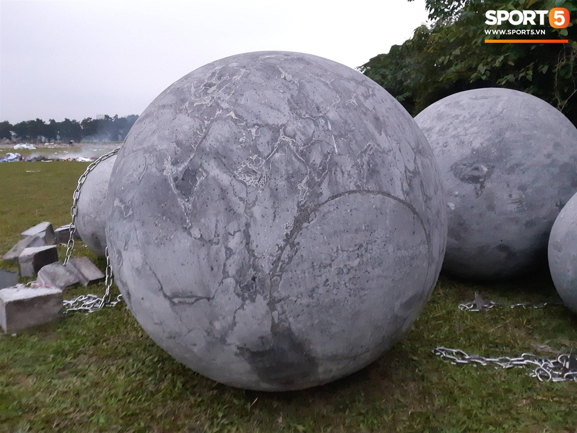 Đã tìm ra vị trí bí ẩn của 40 quả cầu đá sau khi bị di dời khỏi sân Mỹ Đình-6